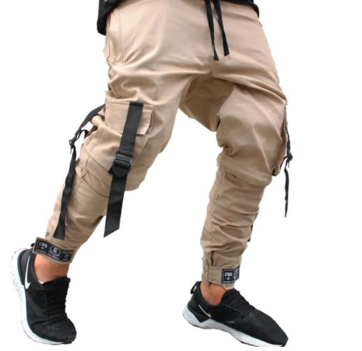 Calça masculina bege com bolsos laterais