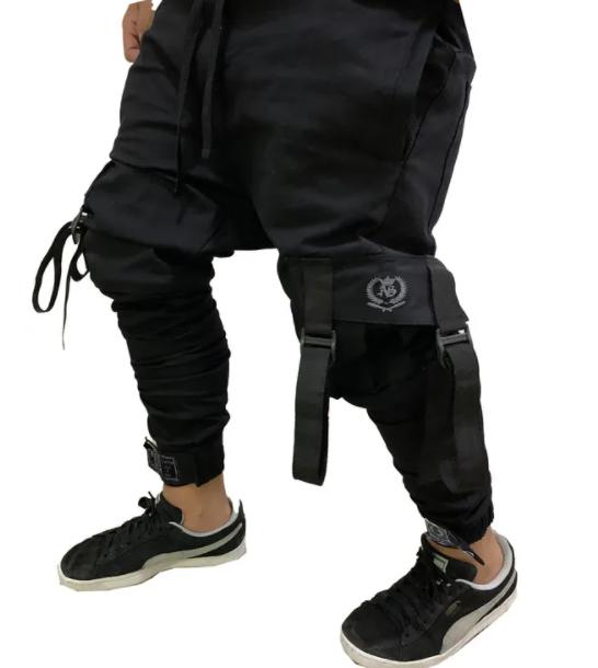 Calça com bolsos laterais masculina preta